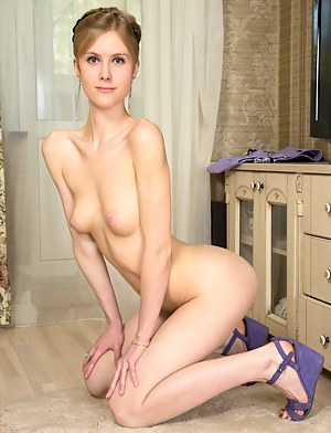 Sexy Teen on Knees Porn Pictures